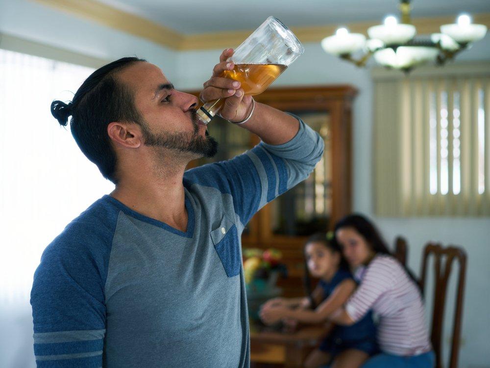 Течение алкоголизма: когда нужно бить тревогу