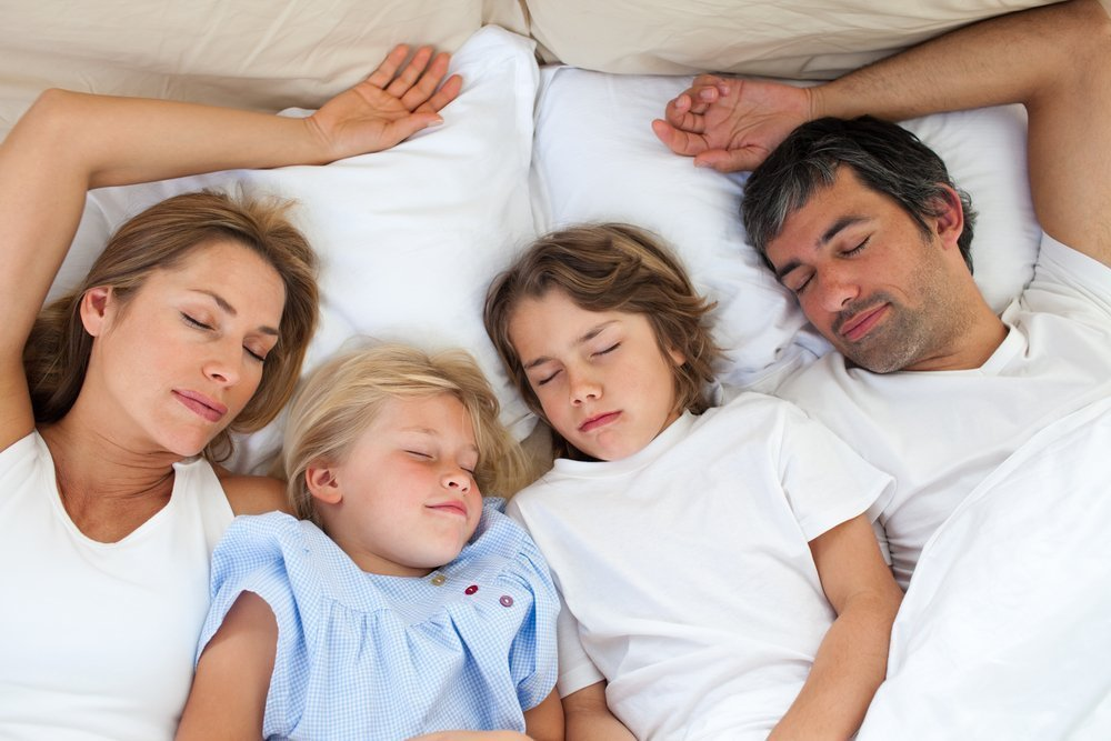 Рождение ребенка и совместный сон с родителями: мнение психологов