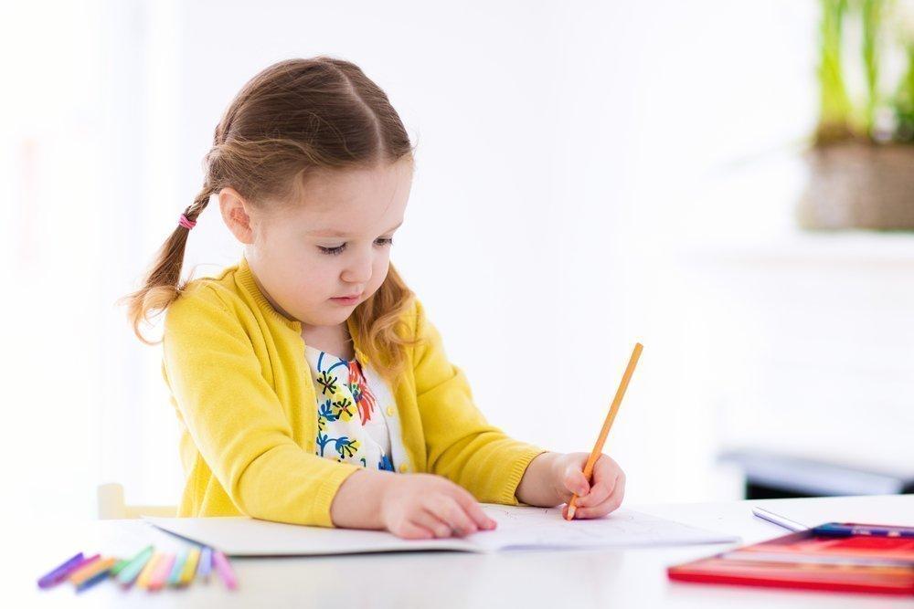 Следите за тем, чтобы ребенок занимал правильное положение за столом