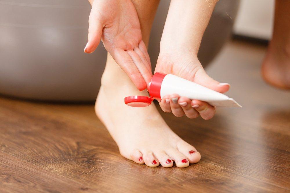 Как справиться с болью и убрать шишки на ногах? Лечение халюс вальгус