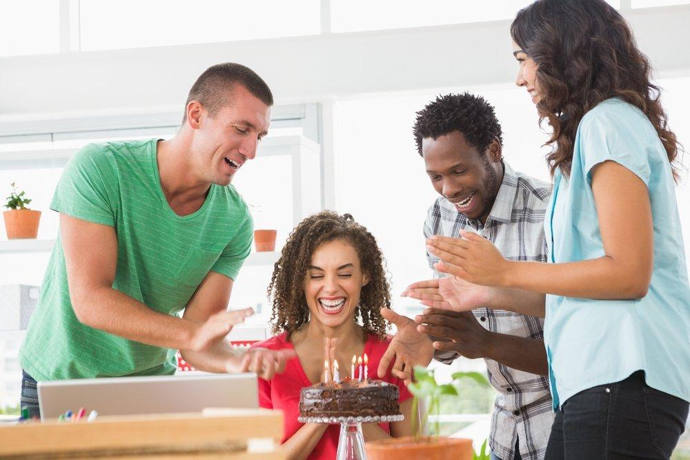 Совет 7. Купите торт и принесите в офис просто так, чтобы порадовать коллег