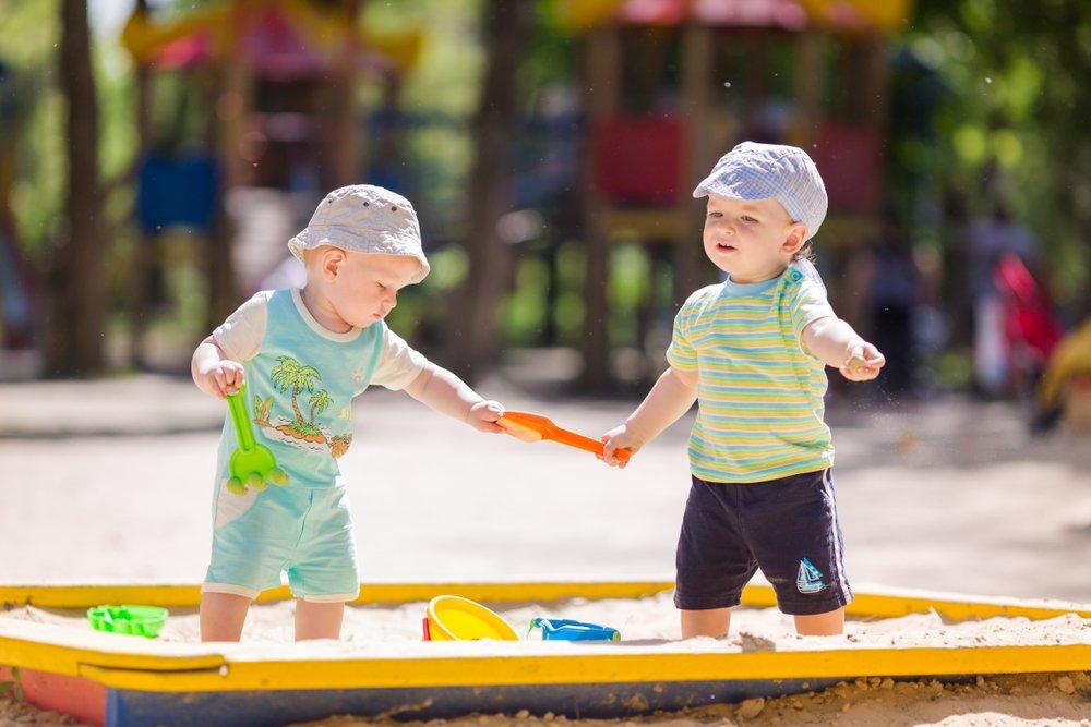 Прогулки, игры и прием пищи: как приучать ребенка к порядку, не перегибая палку?
