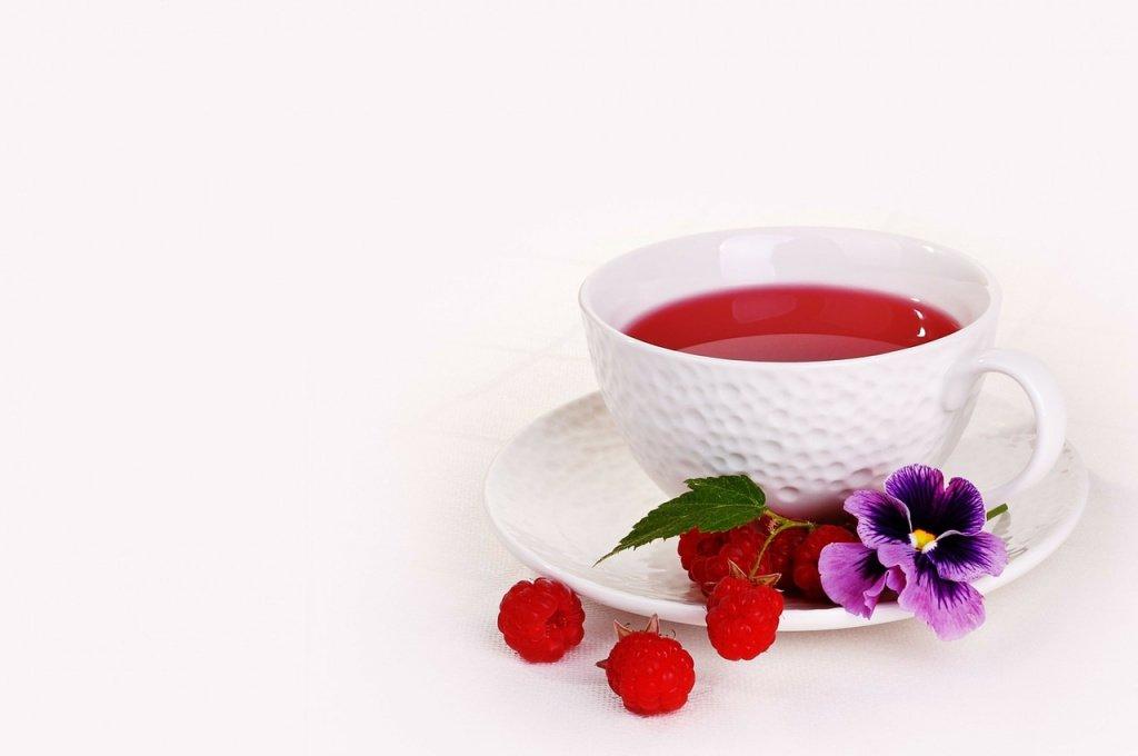 Чай с малиной: вкусно, но от гриппа не вылечит