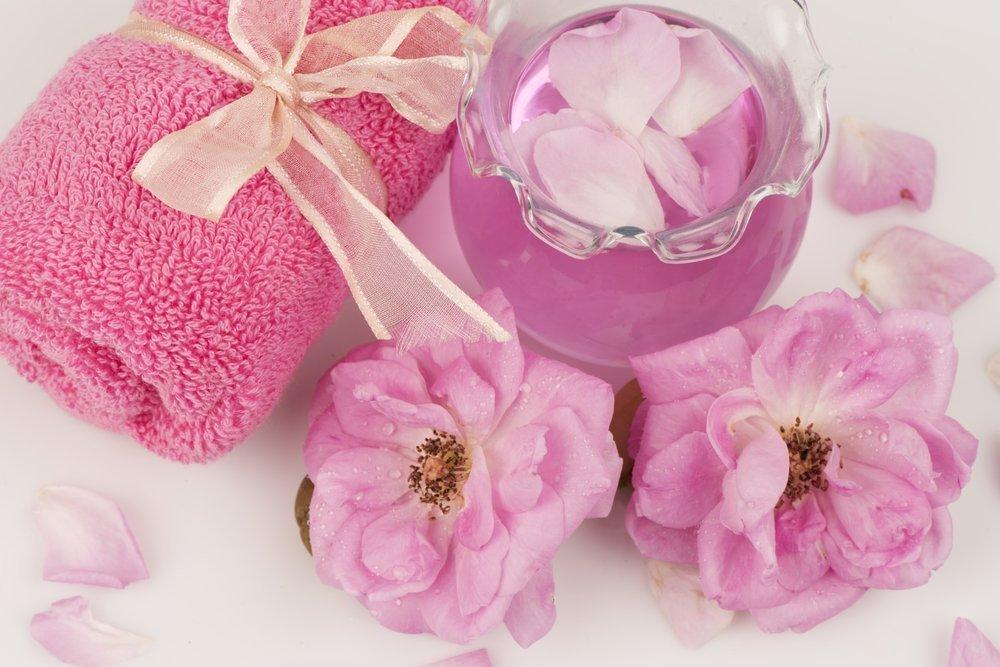 Ароматный уход за кожей: розовая освежающая вода