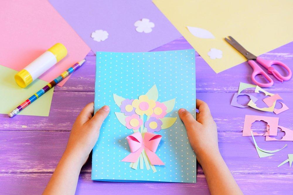 Сделать открытку вместе с ребенком