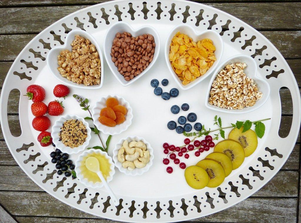 Зависит ли эффективность диеты для похудения от частоты приемов пищи?