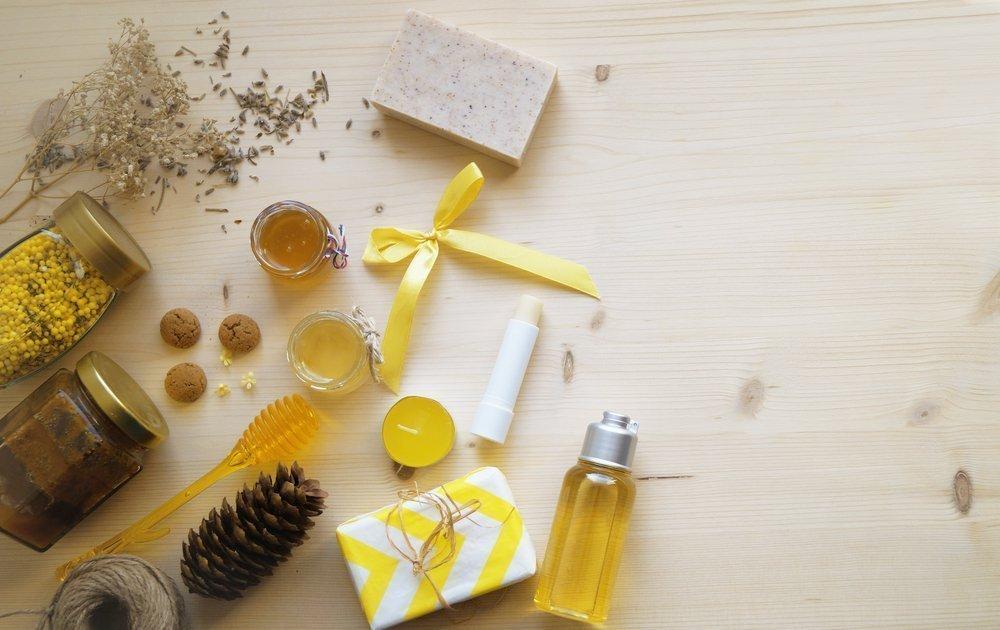 Мед для ухода за кожей губ