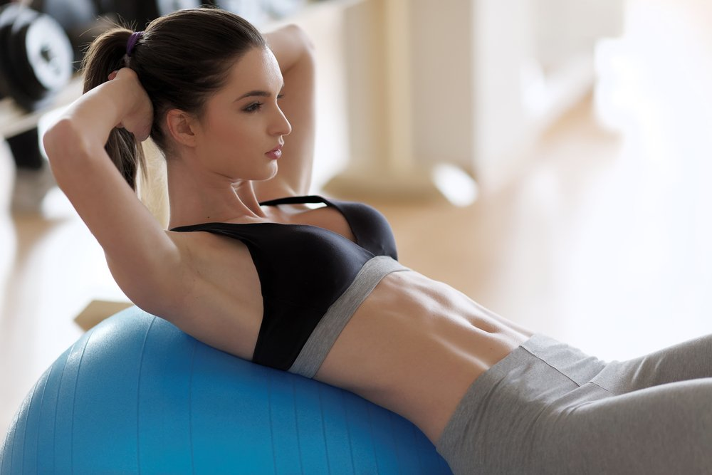Упражнения на фитболе для мышц пресса