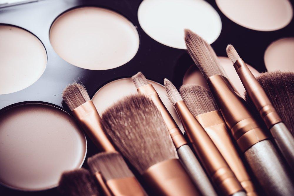 Используйте консилер для макияжа глаз
