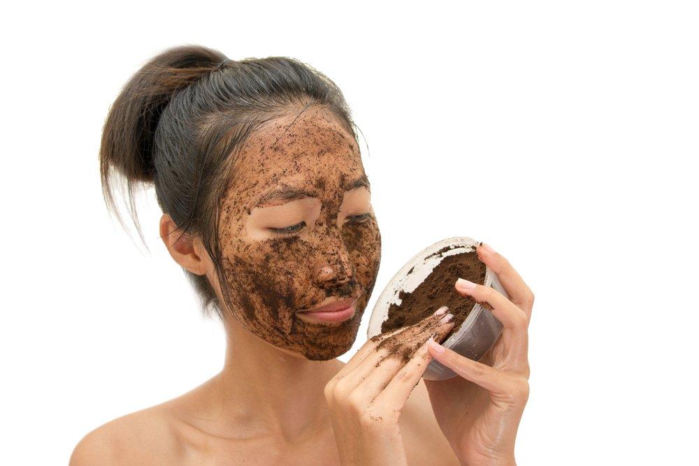Как применять кофейные средства для кожи