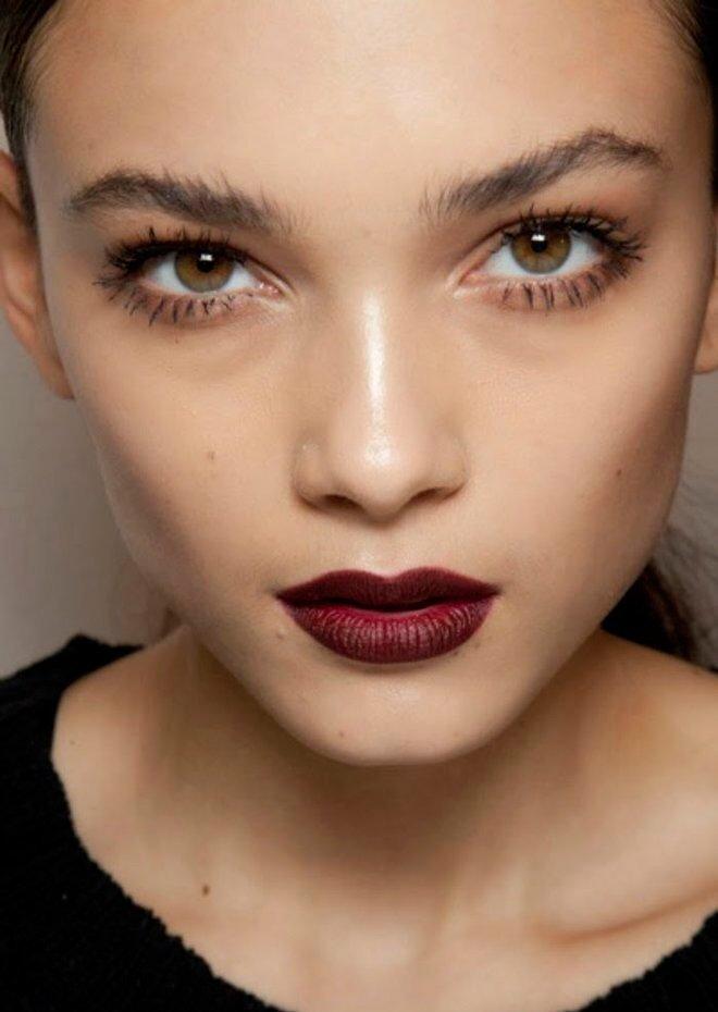 Готический макияж: тренд сезона и любимец подиумов Источник: bombette.com