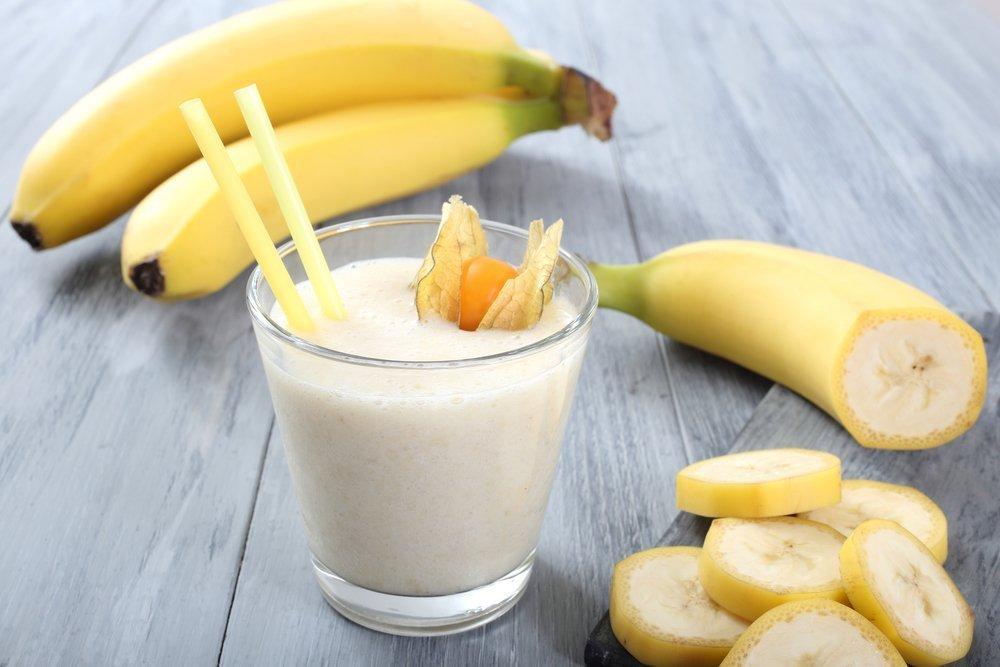Коктейль из банана и миндаля