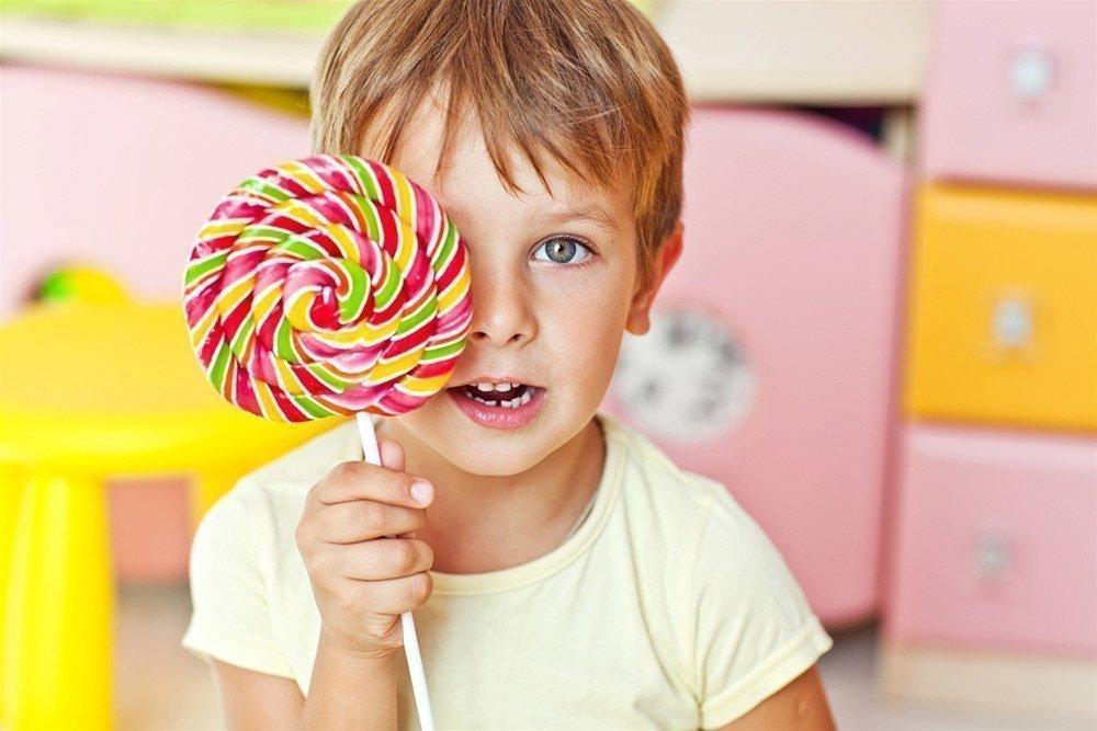 Много сладкого детям нельзя!