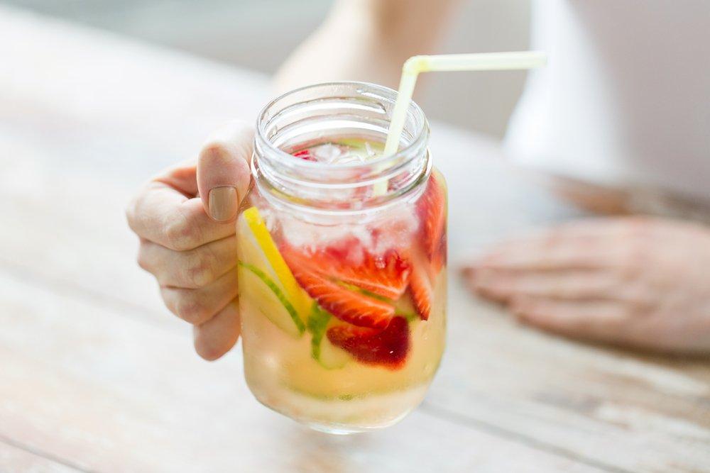 Освежающая вода: польза для здоровья и дополнение к диете