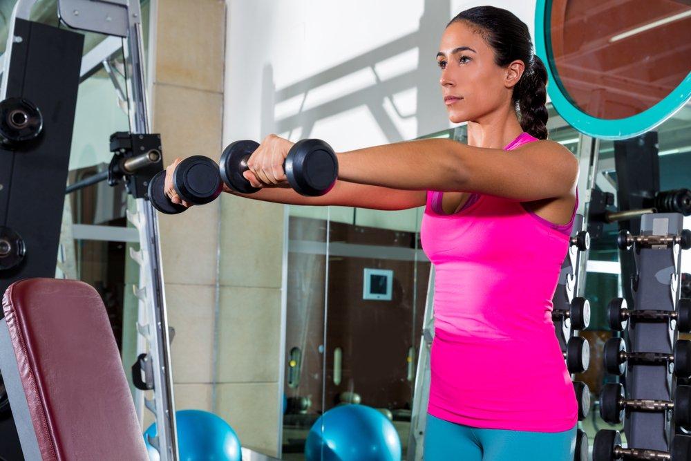 Пример занятия фитнесом на плечи для женщин