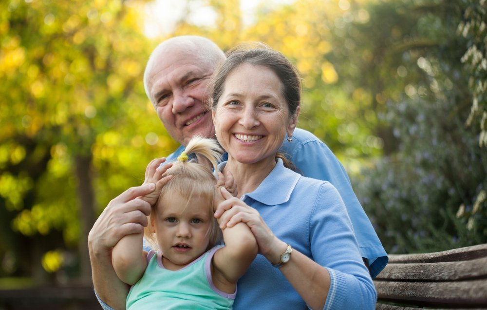 Дедушка учит внучку взрослой жизни фото 164-706