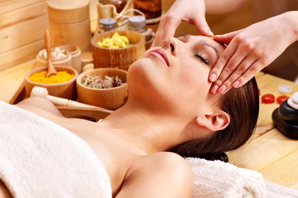 Красота и молодость кожи: выбор масел для массажа