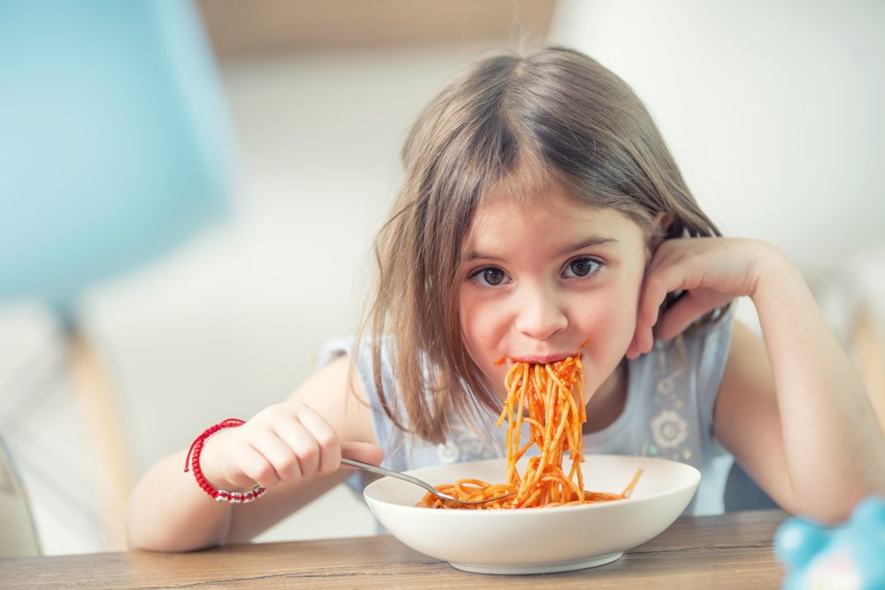 Если ребенок ест одни макароны