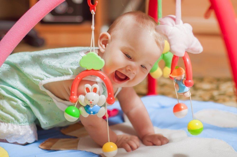 Первые игрушки для малыша