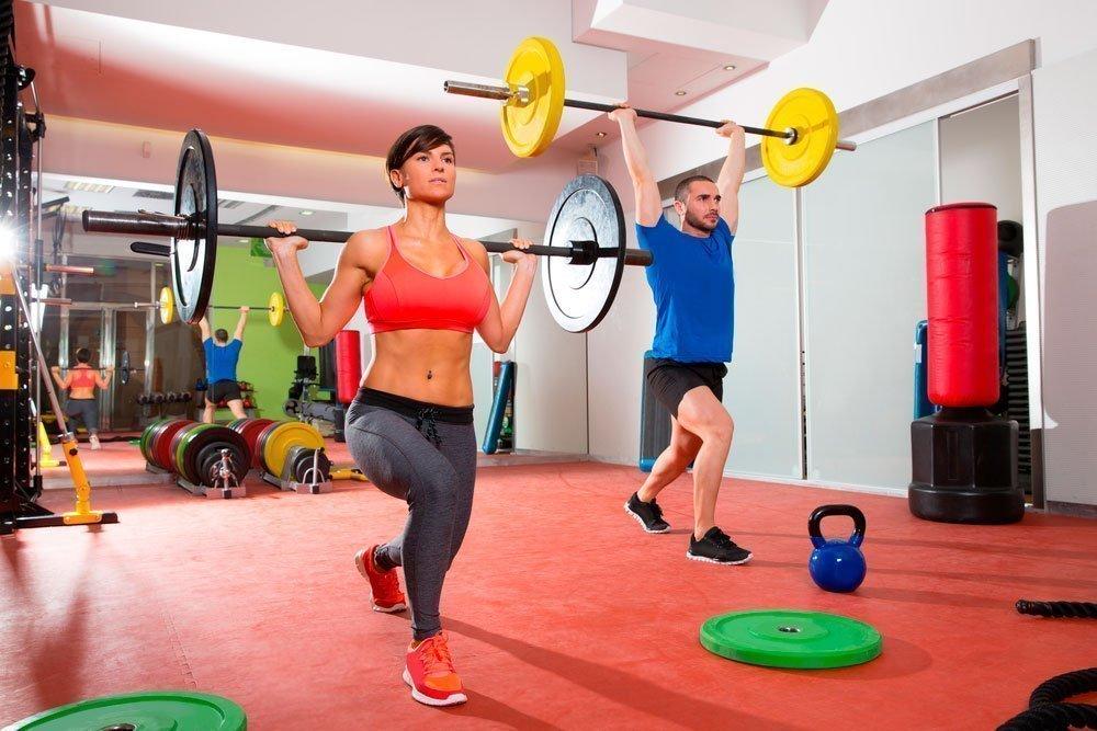 Фитнес-тренировки с тренером и без