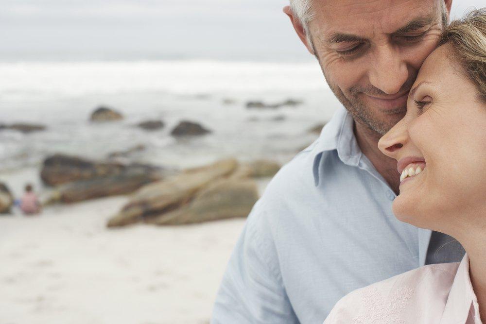 Основа отношений с мужчиной постарше: есть ли минусы?