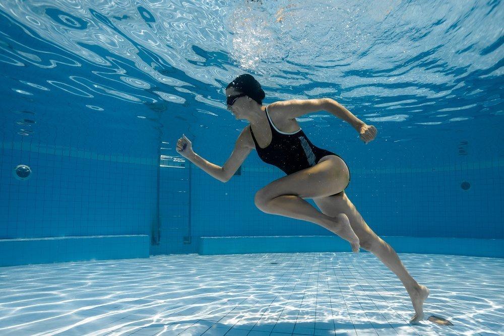 Картинка упражнения в воде