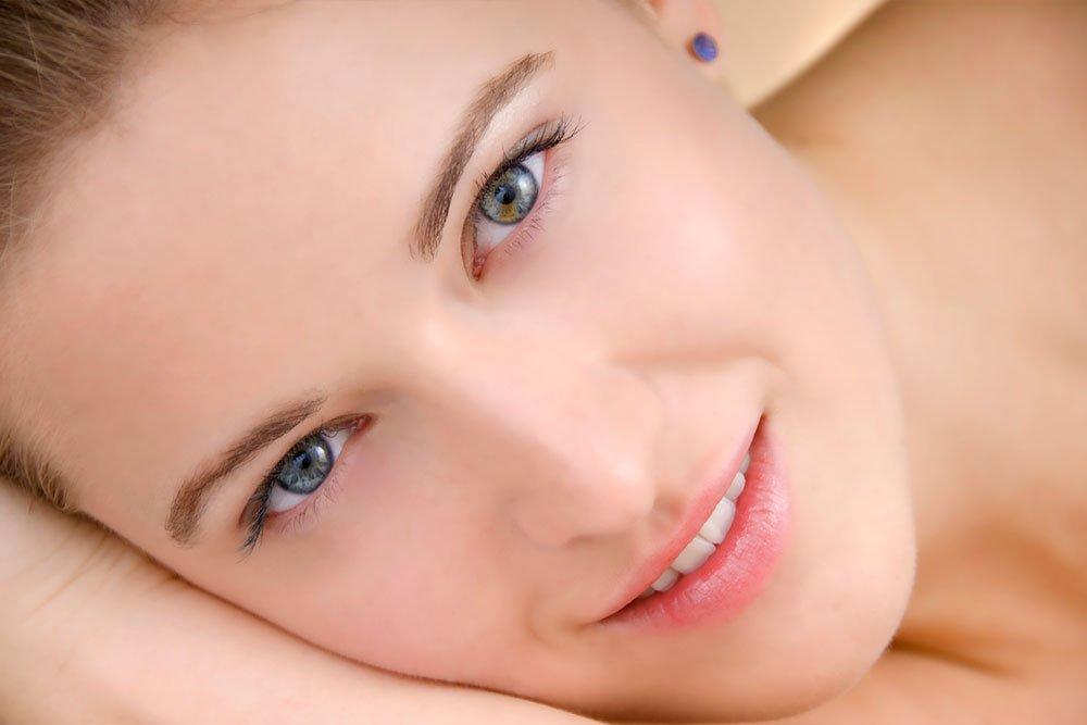 Миф 4. Тональные кремы пагубны для женской красоты, потому что забивают поры