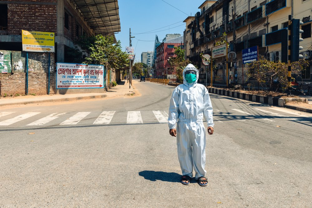Бангладеш моет улицы и транспорт — изнутри и снаружи