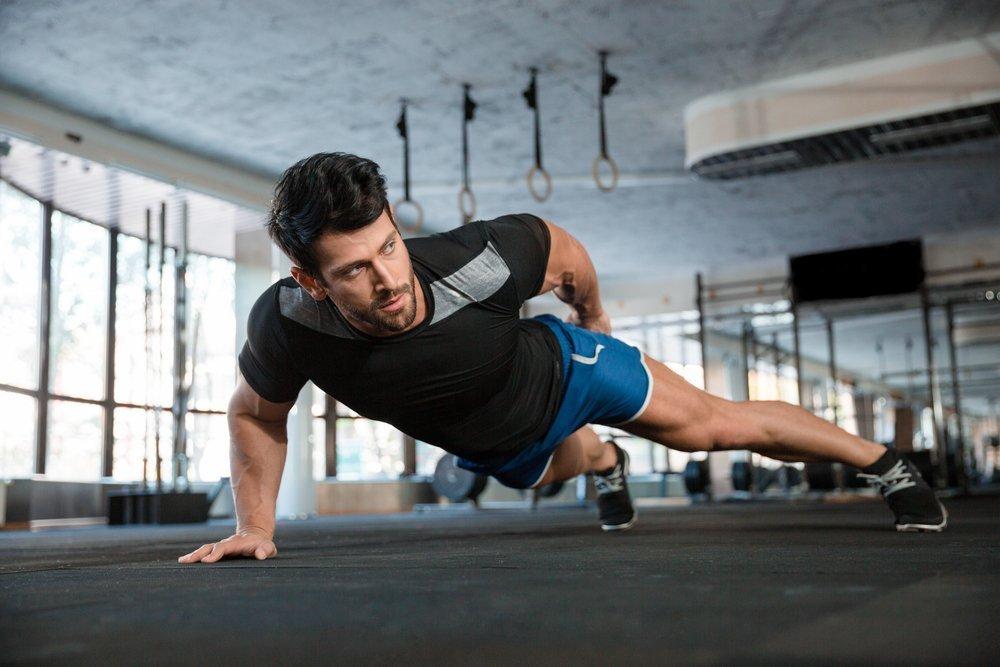 Подготовительные фитнес-тренировки перед выполнением отжиманий на одной руке