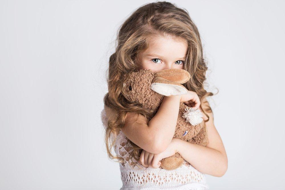 Плюсы и минусы застенчивости у детей