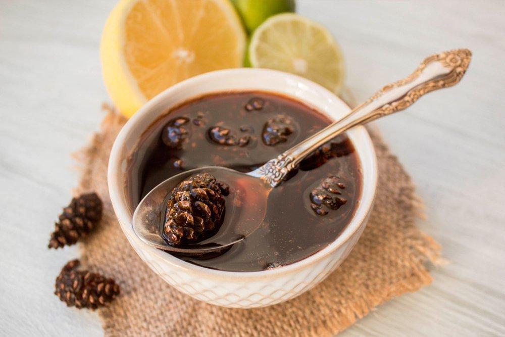 Варенье из шишек — вкусный и полезный десерт при ОРВИ и других недугах органов дыхания