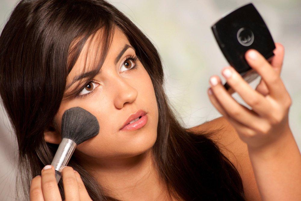 Все плюсы использования минеральной пудры для женской красоты