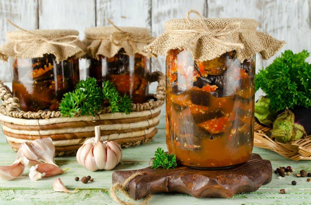 Как приготовить икру из печеных баклажанов?