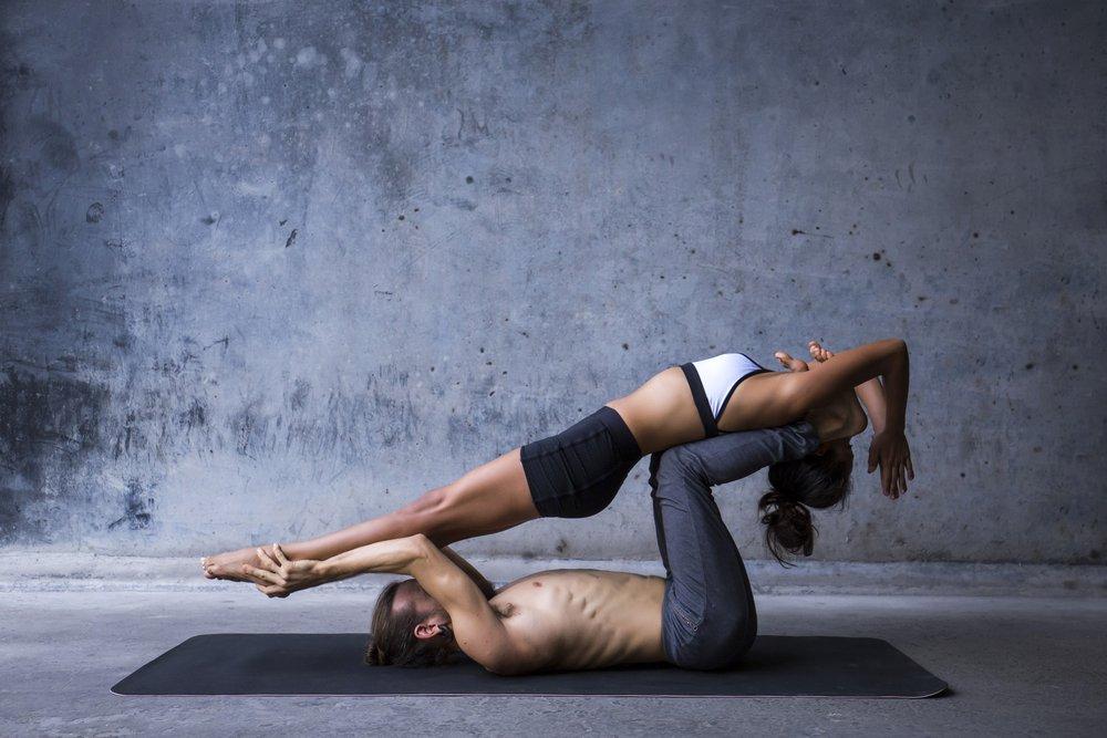 Сложные упражнения для занятий парной йогой