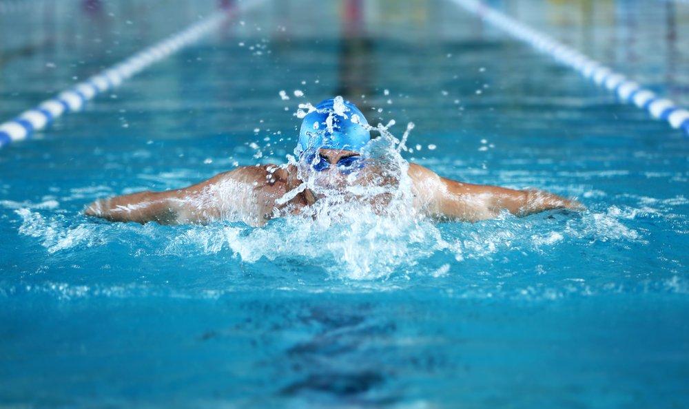 Стили плавания и польза физических нагрузок в воде