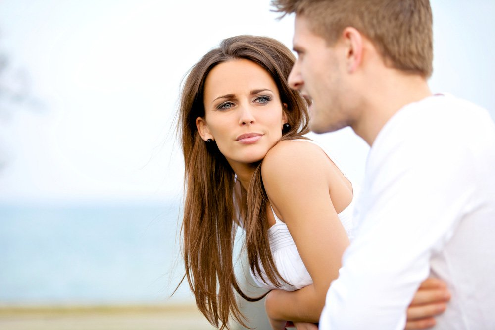 Поверхностное общение: слабовыраженный интерес к личности и чувствам спутницы