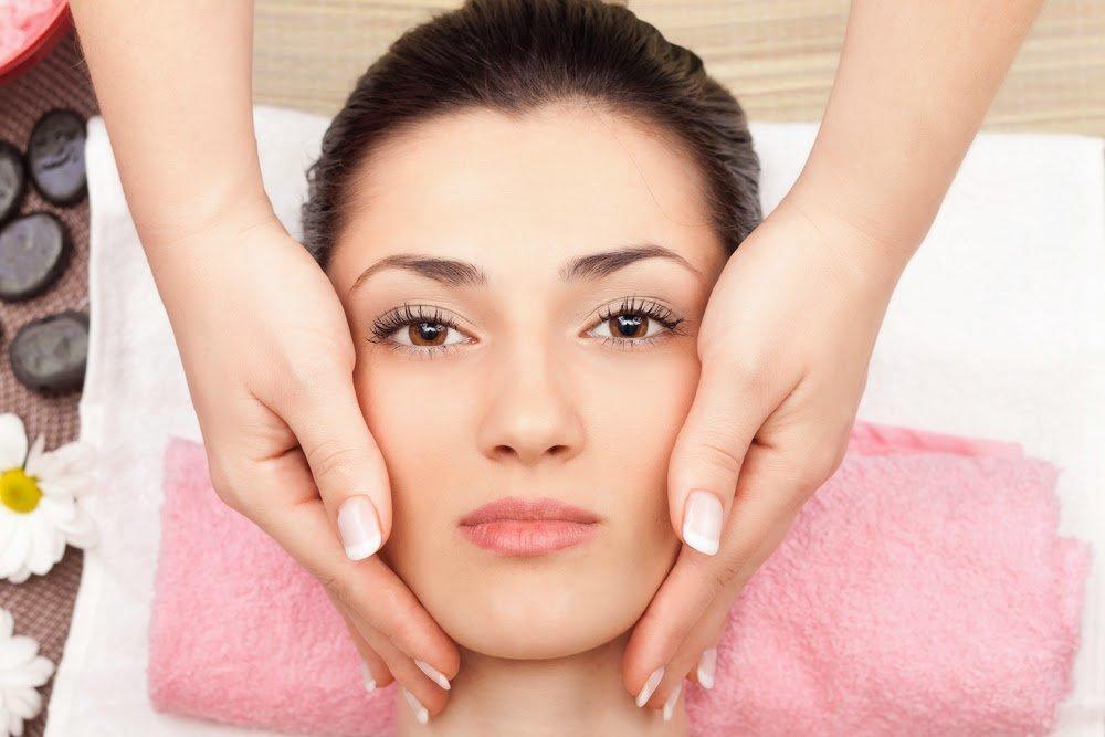 Какие виды массажа можно включить в уход за лицом?