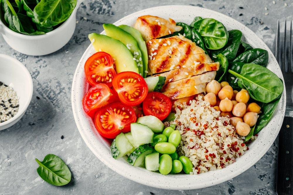 Рецепт салата из свежих листьев шпината и огурцов