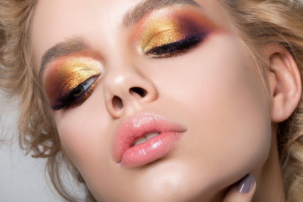 Цветной макияж глаз в стиле smoky eyes