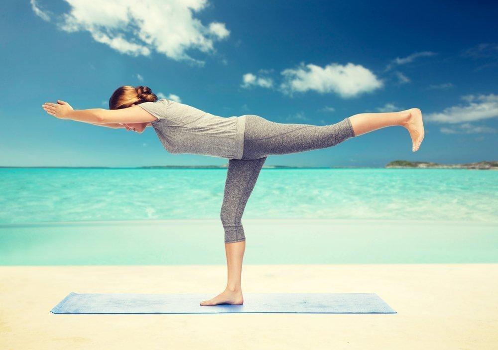 Позы и упражнения йоги, выполняемые стоя