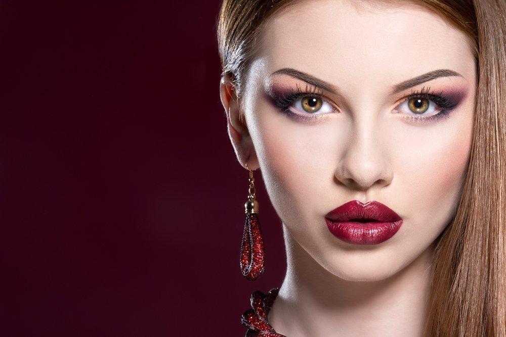 Кому подходит макияж с темной помадой, а кому нет
