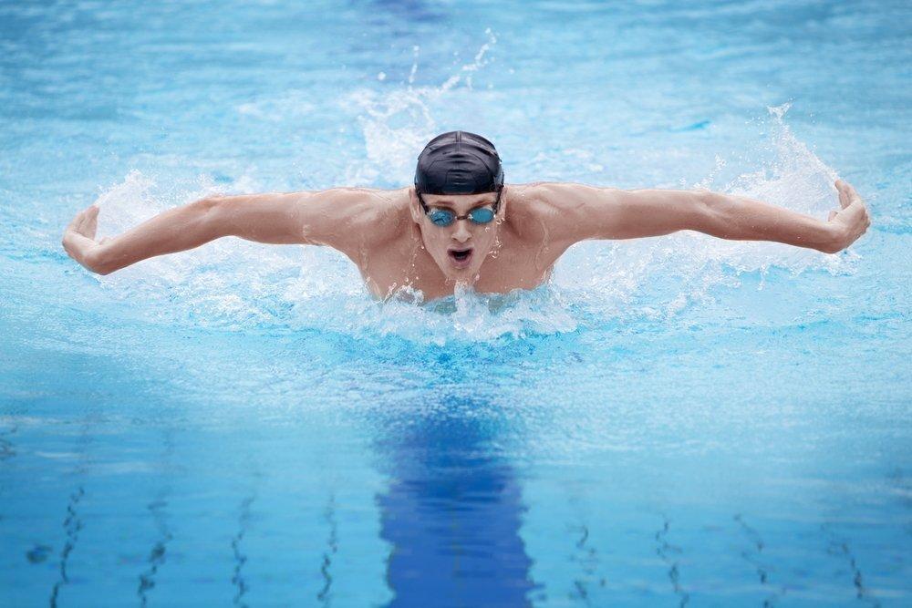 Занятия плаваньем в фитнес-клубе