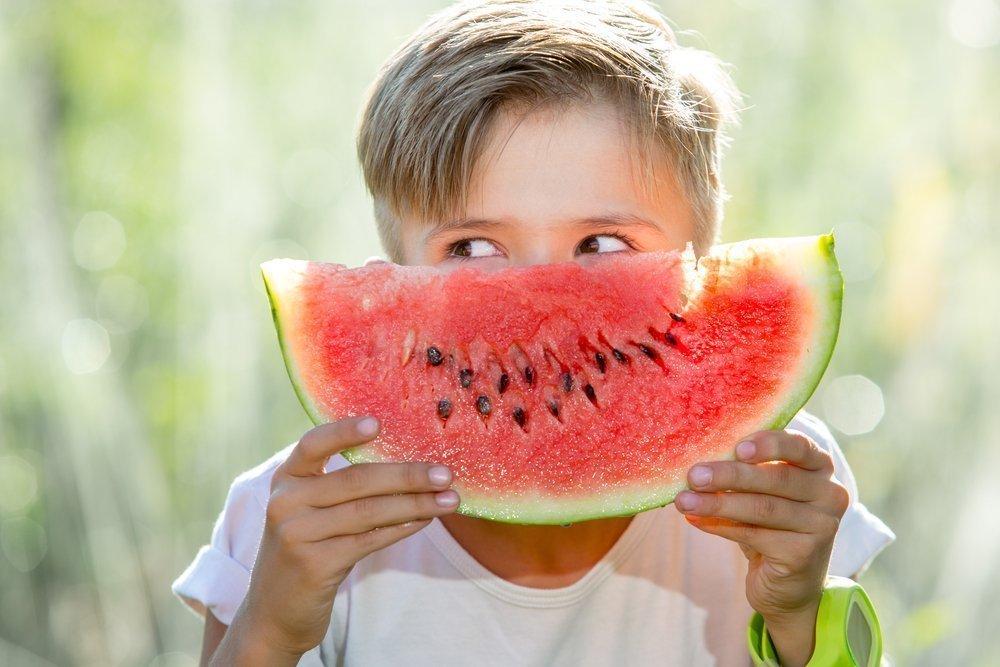 Арбуз в рационе питания ребенка: польза для организма