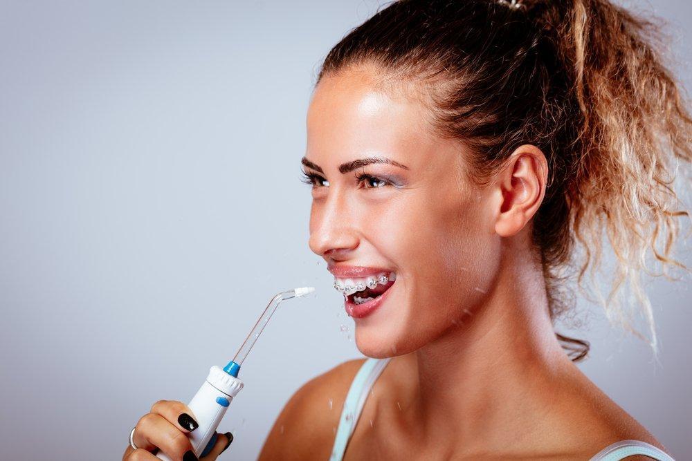 Ирригатор — очищение зубов с помощью воды