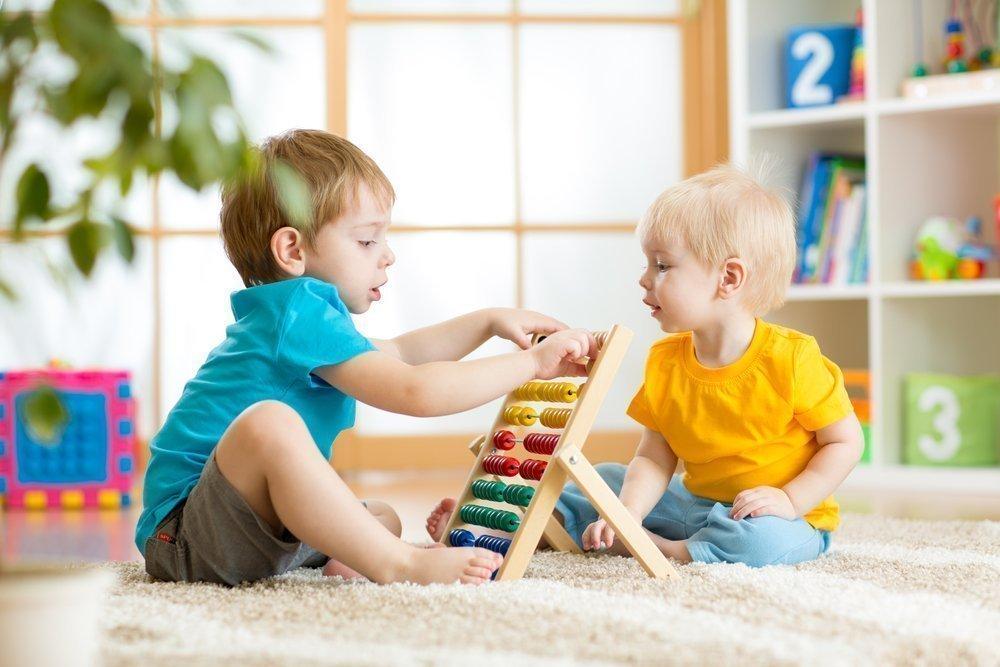 Как научить детей делиться: полезные советы
