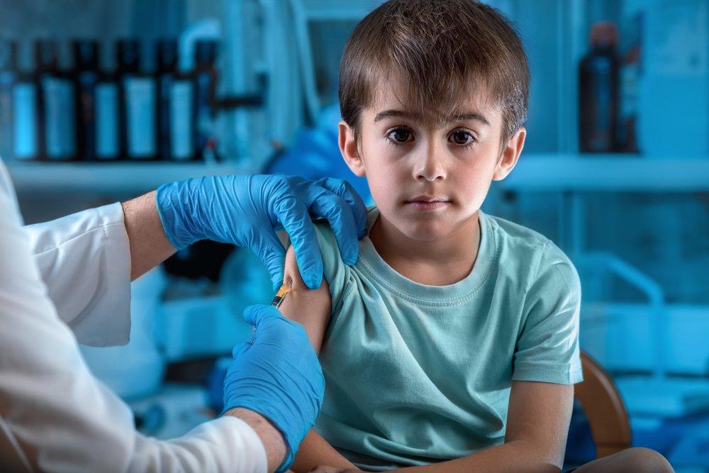 А надо ли вообще «мучить» ребенка проведением вакцинации?