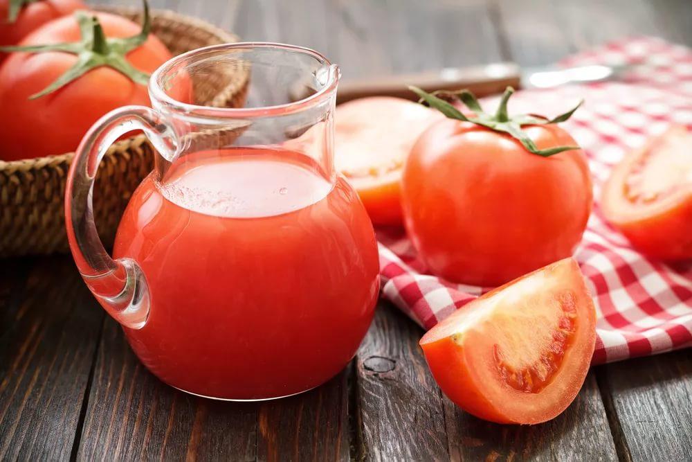 При каких болезнях не рекомендуется включать сок из помидоров в рацион питания?