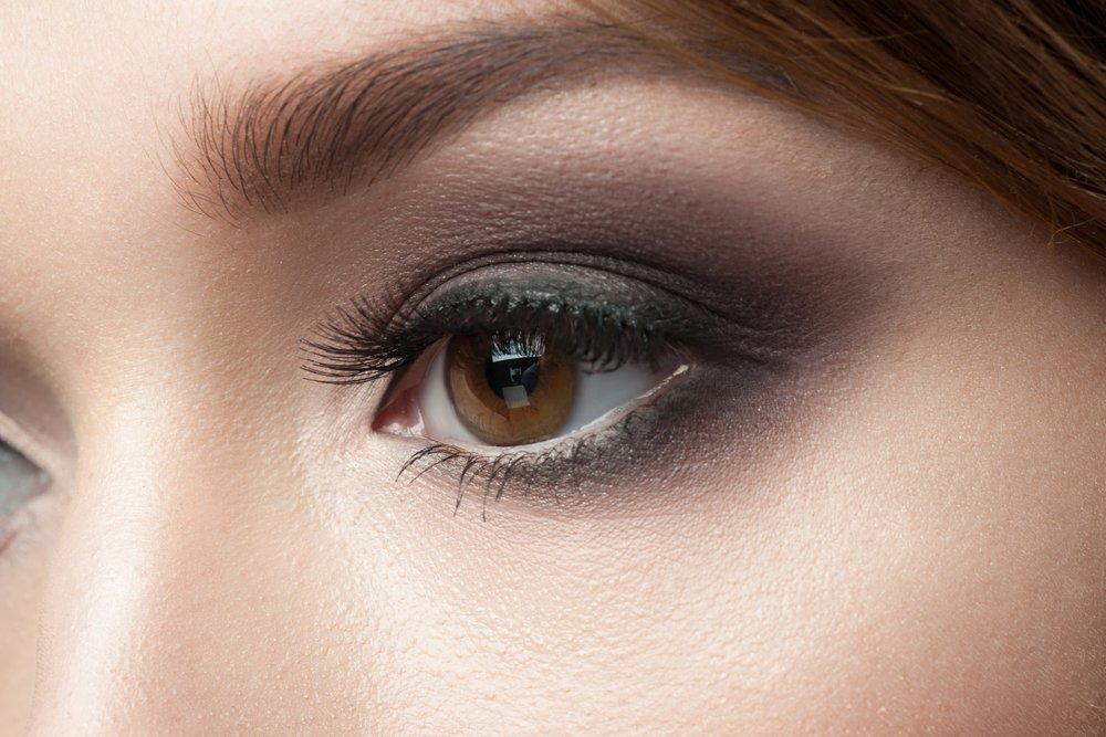 Легкий макияж smoky eyes