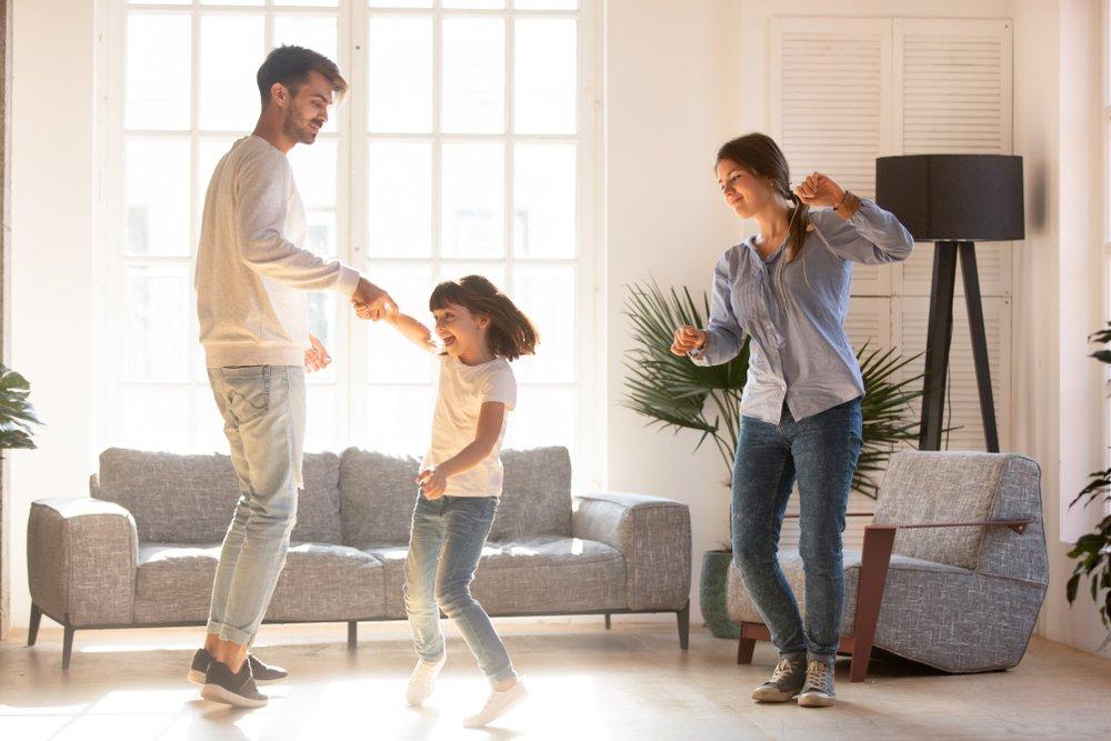 Танцуют все: как освоить простейшие движения