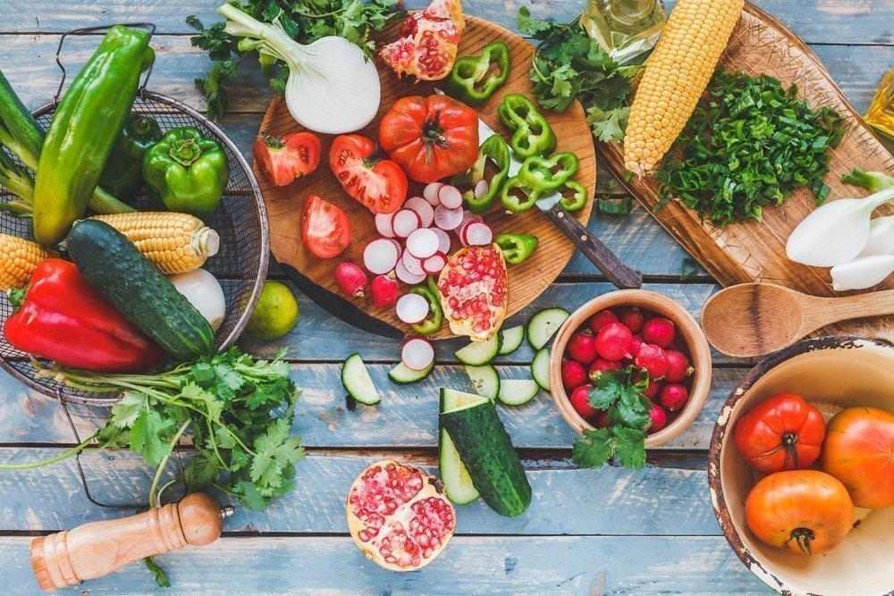 Овощные салаты против блюд с бобовыми